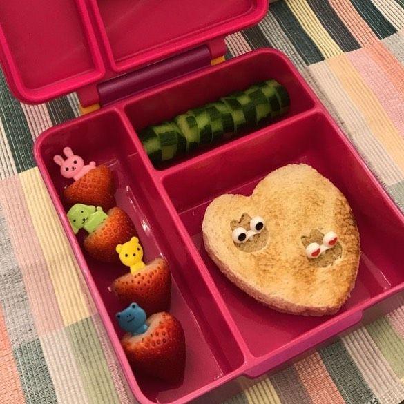 Lunch Box On Instagram فطورنا اليوم ساندوتش فول سوداني ومربى خيار فراولة Lunch Box Idea Lunch Box Fruit