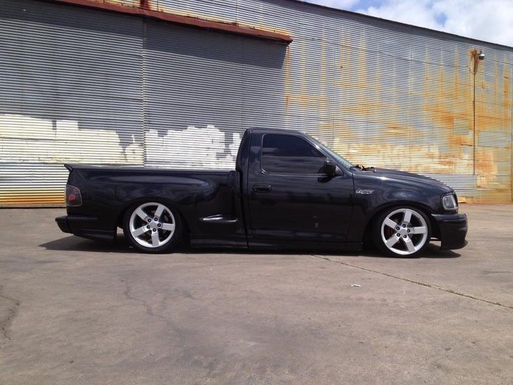 Ford svt lightning on replica 20s n a low low stance