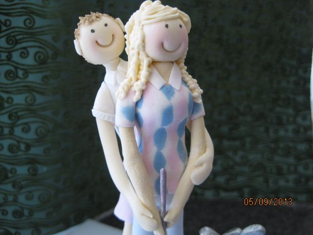 cartoon golf themed bride and groom topper custom made from sugar by Tania Riley, Johannesburg, SA.  0829316200