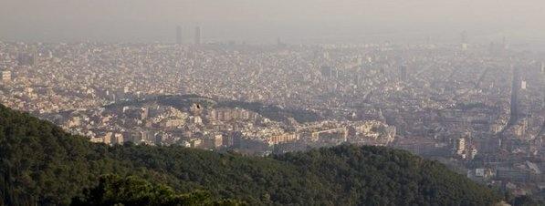 La contaminación atmosférica obliga a limitar la velocidad a 90 km/h en los accesos a Barcelona