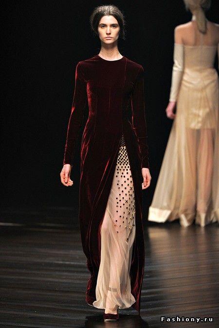 Бархат на подиумах сезона Осень-Зима 2013-2014 / модные женские бархатные костюмы с подиума
