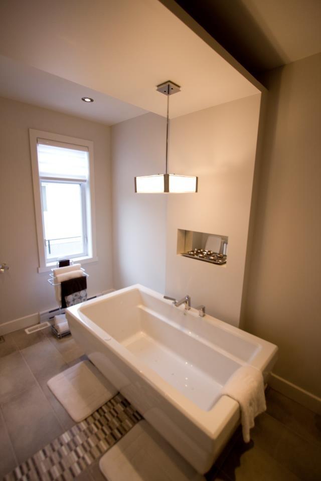 Vous voulez une salle de bain hors du commun avec des insertions de mosaïques, des retomber au plafond, du design original ou même des miches.  Voilà une autre création 2012 à Repentigny!  Contactez construction TAPCO nous avons des décoratrices d'intérieur hors pair.  Merci! 514-867-5911