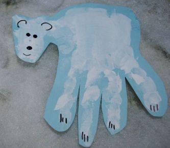 A Keepsake Polar Bear Handprint  Project You can make with your kids!