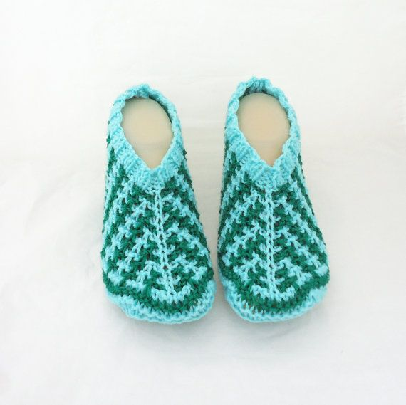 This pretty and cozy-looking home socks / slippers would keep your feet warm through the cold days and look adorable in the same time. They are knitted with wool and acrylic. Size: 4 - 5 1/2(UK) 36-38(Europe) 5 1/2-8(US). Delivery: Items will usually be dispatched within 3-5 working days following comfirmed receipt of payment. Normal delivery by Royal Mail is 3-5 days. Delivery to other parts of Europe or rest of world can be from - 7-10 working days. Postal prices are for 1s...