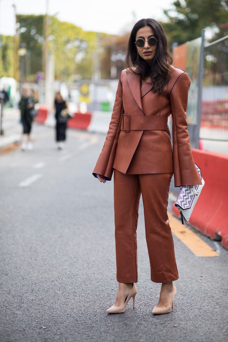 Power Suits Took Over The Street Style Crowd At Paris Fashion Week Tailleur Pantalon Femme