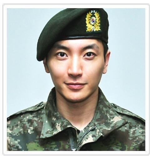 Army profile picture of Super Junior's Leeteuk (이특) (12/2012) :( bawling here. Come back!! Super Junior isn't the same without you and Yesung!!! Hurry!! :( I can't even watch the mvs without bawling.. :(