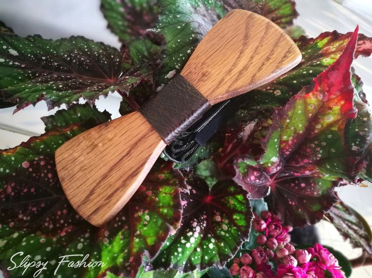 Wooden BowTie by Slipsy Fashion