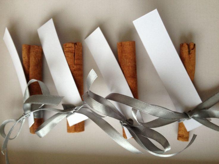 esküvői ültetőkártya - fahéj wedding guest cards - cinamon