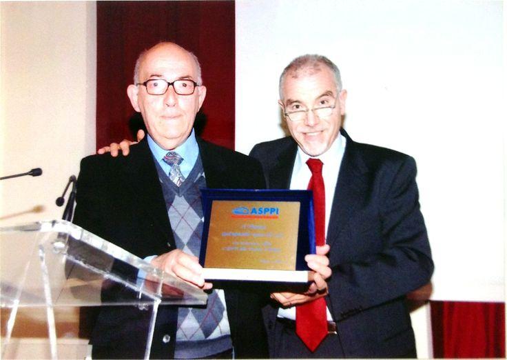 Enrico Rizzo premia Floriano Tronchero al 15° congresso ASPPI del 31 ottobre 2009