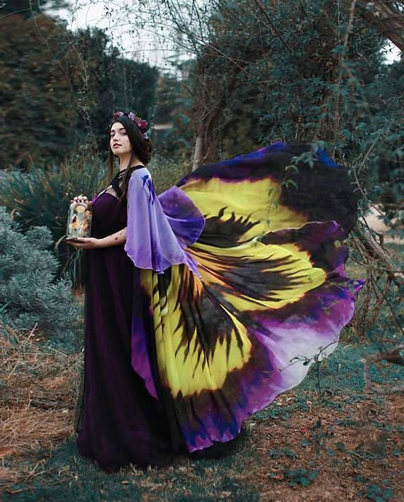 Pansy flower cape from El Costurero Real — who were featured in our summer 2017 issue!  www.etsy.com/shop/costureroreal?utm_content=bufferf23c9&utm_medium=social&utm_source=pinterest.com&utm_campaign=buffer  Lovely model is @albaparejo_ under the lens of @alassie