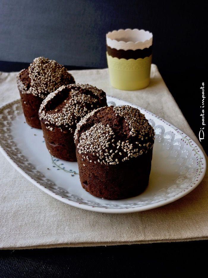 Muffins di farro e banane con nocciole e semi di chia