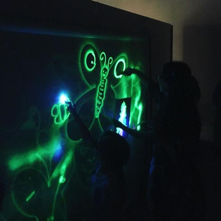 Rysowanie światłem! #encek #nck #kulturakrk #rysowanieswiatlem #drawing #light #uv #nowysezon #nowezajecia