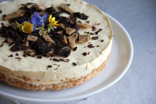 Healthy homemade daim ice cake.  Sunn hjemmelaget daim iskake.