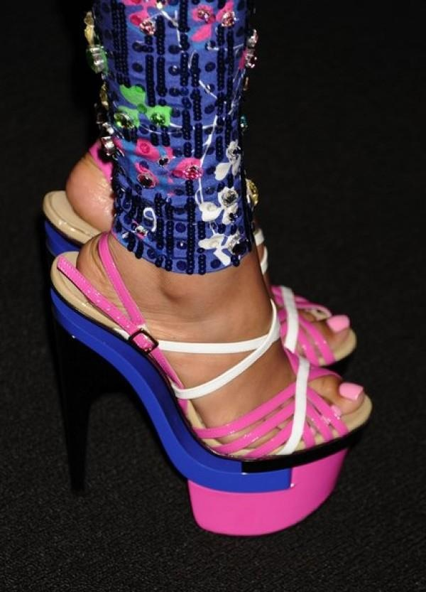 Nicki Minaj has cute feet!