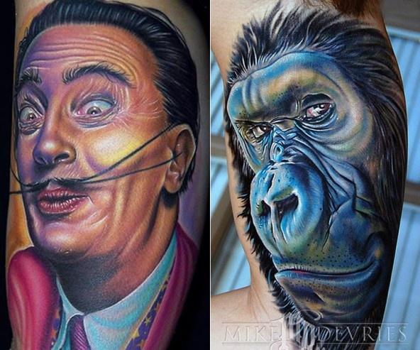 O Mike DeVries γεννήθηκε και μεγάλωσε στην κοιλάδα του Σαν Φρανσίσκο. Έκανε το πρώτο του τατουάζ σε ηλικία 16 ετών και σήμερα θεωρείται ως ένας από τους κορυφαίους καλλιτέχνες του χώρου, παγκοσμίως! Τα έργα του δίνουν μία απίστευτα ρεαλιστική αίσθηση…