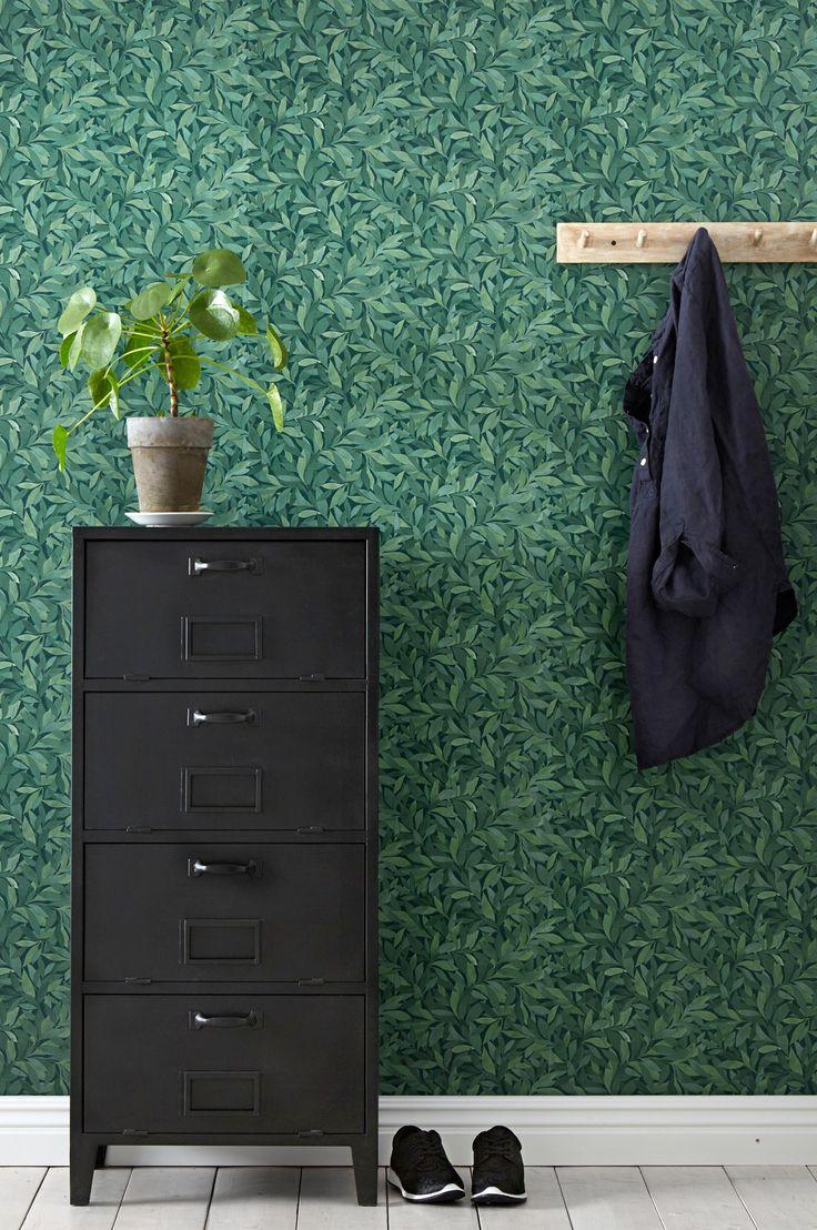 En tapet i non-woven materiale. Hver rull er 10,05 m. Bredde 53 cm. Mønstertilpasset: forskjøvet 26,5 cm. Made in Sweden. Non woventapeter gjør tapetseringen enklere ved at du stryker limet direkte på veggen og deretter setter opp tapeten. Et vevlim skal brukes, ettersom et vanlig tapetlim er laget for papirtapeter. Her på Ellos kan du kjøpe et perfekt matchende vevlim.