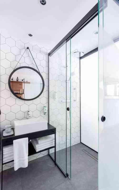 carrelage pour salle de douche blanche et noire et déco pour petit espace