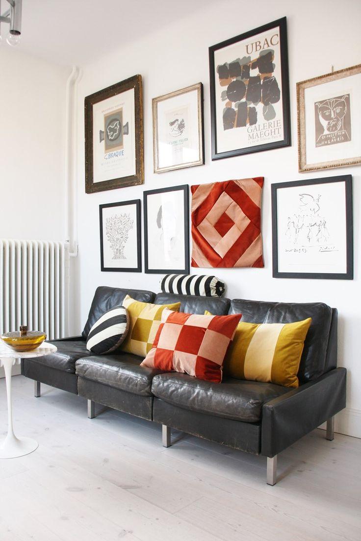 Christina Lundsteen er en dansk putedesigner med en unik sans for farger. Hun vil at du skal fylle ditt hjem med farger som du liker og som gjør deg glad. Måten hun mikser farger, mønstre og tekstiler overrasker og utfordrer, og resultatet gjør dine omgivelser vakre og elegante. Med en bakgrunn i den danske motebransjen, har hun en øye for detaljer, kvalitet og håndverk. Alle tekstiler er hentet fra Europa og hver pute er håndlaget i et studio i Danmark. Christina trekker og setter…
