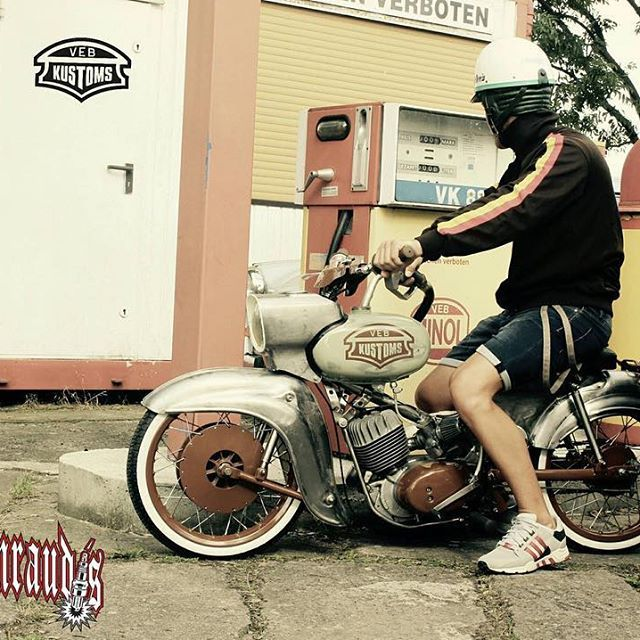 Brutales Monster von @veb_kustoms ❗️ #bavariancustomcrew #miasancustom #bcc #custom #custombike #custommade #custombuilt #simson #schwalbe #kr51 #ddr #ostalgie #ostblech #old #oldtimer #oldschool #vintage #retro #potd #picoftheday #ratte #ridetilldeath #ridewithstyle #edel #bikeporn #ratte #ratstyle #low #fussrastenraudis