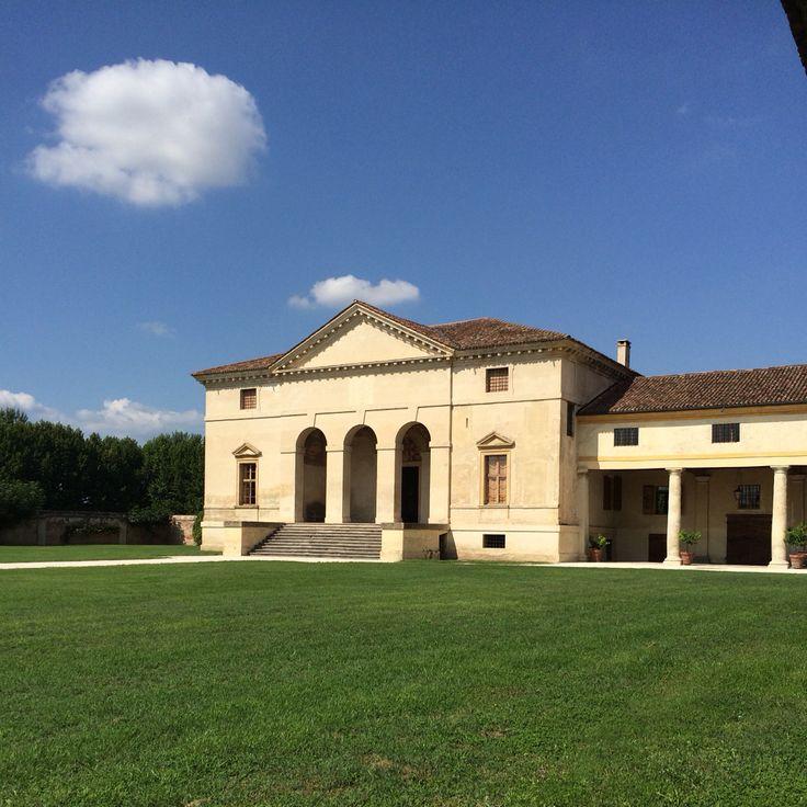 Dopo una lunga assenza...eccomi . Oggi mi trovo a Villa Saraceno . Agugliaro (Vicenza)  #viaggi #villevenete #dimorestoriche #dimoreitaliane #igersitalia #igers_vicenza #igersveneto #veneto #venetodigitale #visitveneto #villepalladiane #turismoveneto