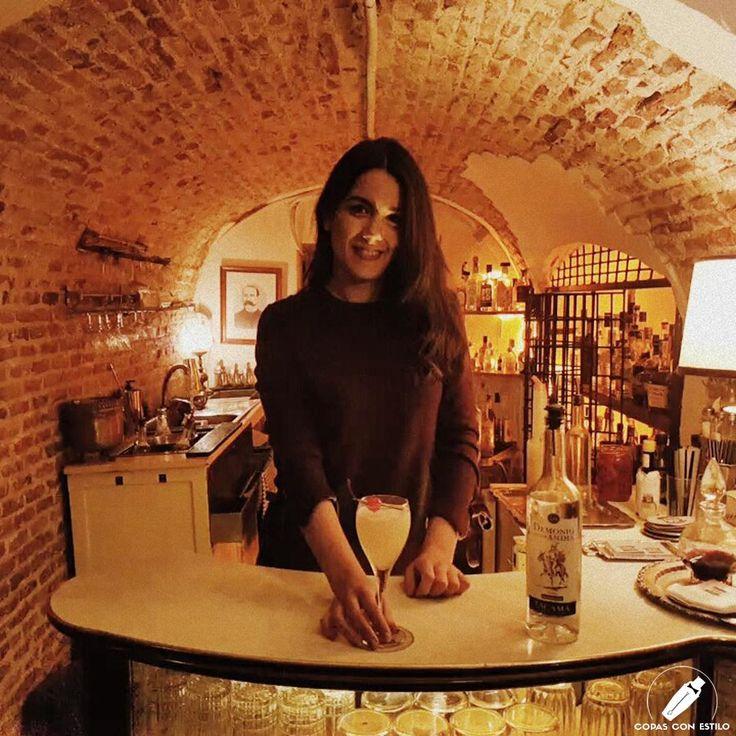 """Este clásico """"Pisco Punch"""" con el estilo de la barmaid Ana Suárez nos transporta a los orígenes de este preciado cóctel.    #CopasConEstilo #Bartender #Cocktail #Coctelería #Cóctel #Cócteles #Madrid"""