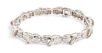 ARMBÅND  Hvitt gull. 14 K 540 fasettslipte diamanter. Totalvekt: 26,9 g.  Antatt kvalitet: Wesselton til Top Crystal Pique LENGDE 20