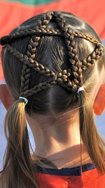 19 Most Bizarre Hairstyles For Kids - RantChic - http://www.rantchic.com/2015/05/26/15-most-creative-hairstyles-for-kids/