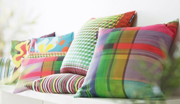 les 25 meilleures id es de la cat gorie coussins color s sur pinterest coussins color s. Black Bedroom Furniture Sets. Home Design Ideas