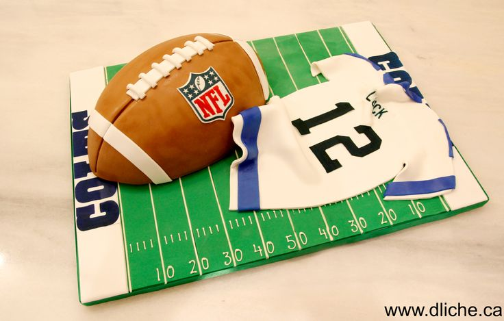 Un gâteau à la hauteur de la saison de football américaine!  A cake for the american football season!