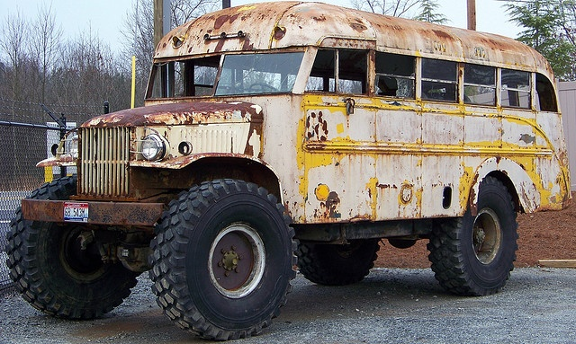 Old 4x4 bus