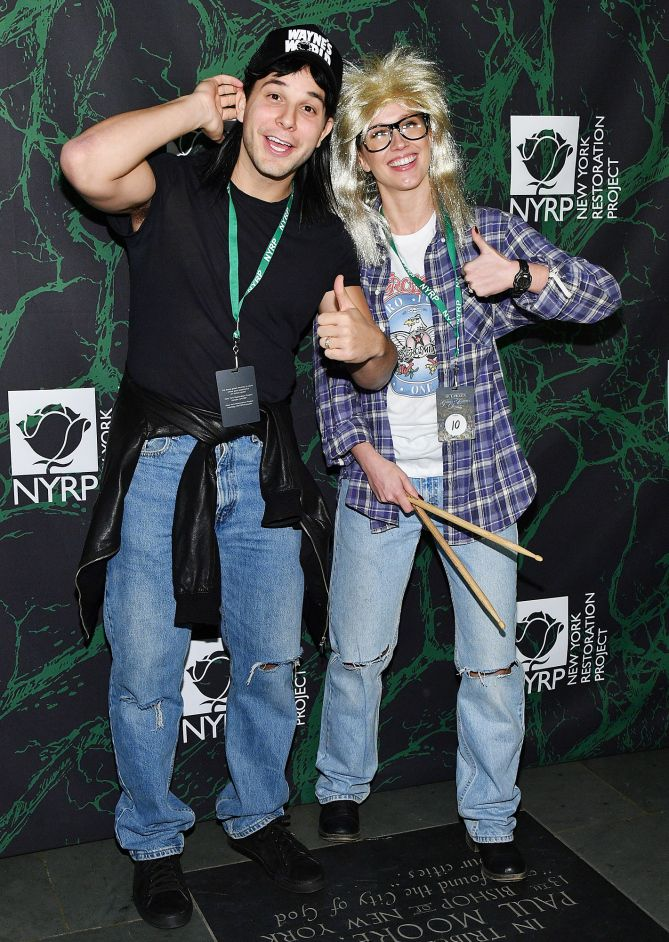 ANNA CAMP & SKYLAR ASTIN as Wayne's World's Wayne & Garth