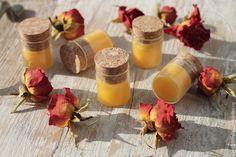 Бальзам для губ «Апельсин и облепиха»Итак, рецепт таков: - 20% воск пчелиный; - 20% масло облепихи; - 20% масло миндаля ; - 40% масло ши.