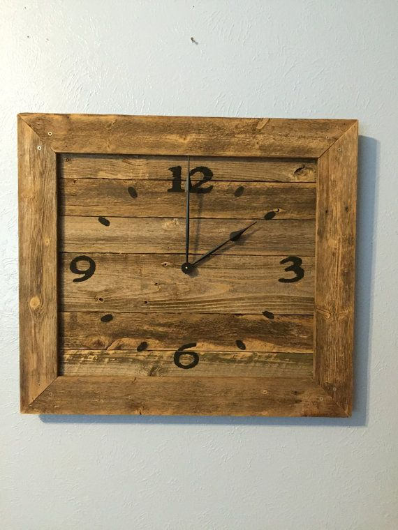 rustic reclaimed wooden wall clock                                                                                                                                                                                 Mais