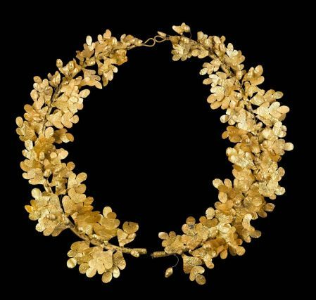 Gold wreath of oak leaves and acorns, Greek, Late Classical or Early Hellenistic Period, 4th century B.C.