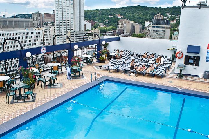 Hotel De La Montagne 1430 Rue Rooftop Pool Bar Amazing Scenic View Of City Montreal Pinteres