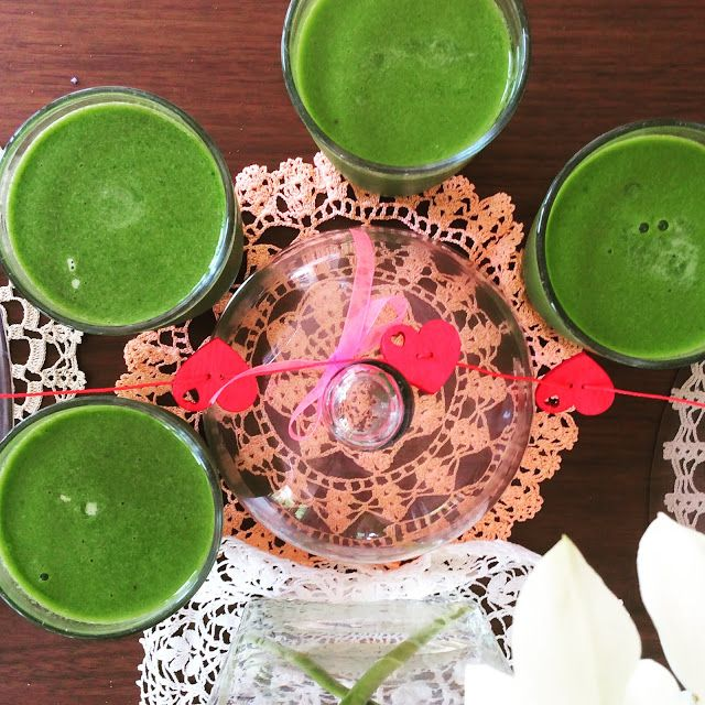 Vegan Recipes: Kale, spinach, banana, mango, and coconut water smoothie