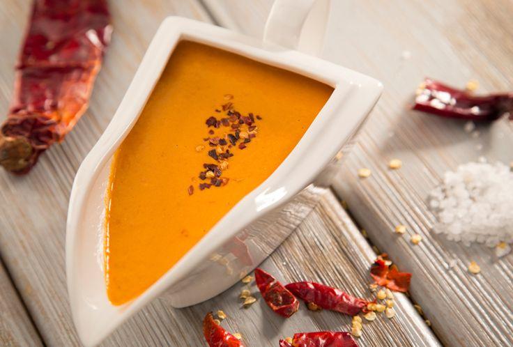 La salsa de tres chiles, preparada con el riquísimo sabor del Queso Crema Philadelphia, esta receta es perfecta para acompañar tus botanas
