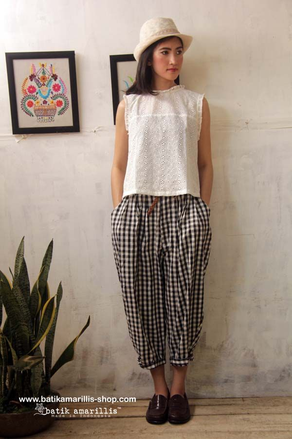 Batik Amarillis' Fraiche 2014 Tokyo85 pants & Innocencia Top. ...80-ies super cool,chic and comfy inspired pants ,it's tuck & ankle length 80-ies super cool,chic and comfy inspired pants ,it's tuck & ankle length with super adorable back pockets to spice up its cuteness! made with Checkered - Check Korean Cotton
