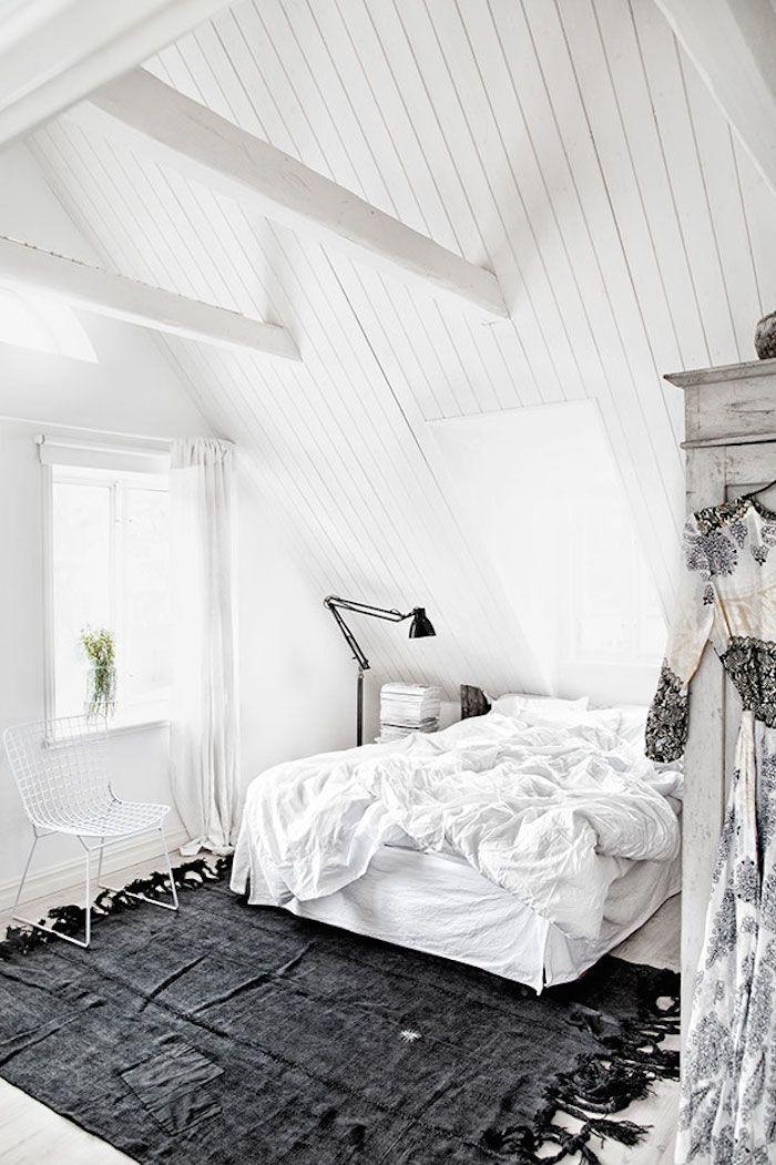 Blanc + tapis gris foncé