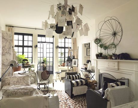 The one-room apartment is in a 1920s landmark building by architect Emery Roth.