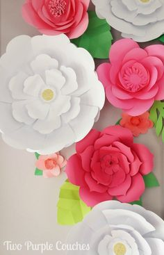 Absolutely stunning DIY paper flower backdrop. Love this decor idea for a baby shower or bridal shower, party, wedding, or even to dress up bedroom walls!