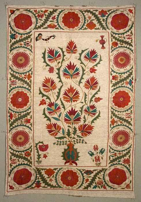 Taskent Suzani. Fine Bukhara couching and chain stitch embroidery in a contemporary suzani (Uzbekistan)