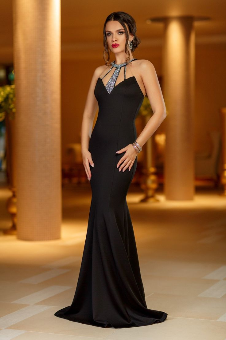 Rochie Night Diva Neagra 399 lei Rochie tip sirena din lycra neagra