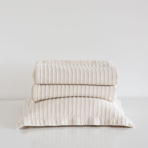 CONTRASTING-STRIPES BEDSPREAD AND PILLOW COVER