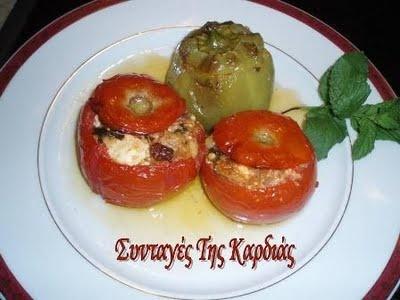 ΣΥΝΤΑΓΕΣ ΤΗΣ ΚΑΡΔΙΑΣ: Ντομάτες και πιπεριές γεμιστές με τυριά