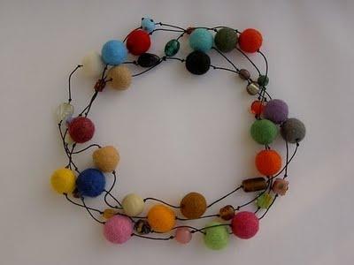 Wreath: Colour, Craft Projects, Pom Pom Garland, Pompom Bombing, Fun Crafts, Amazing Pom, Crafty Ideas