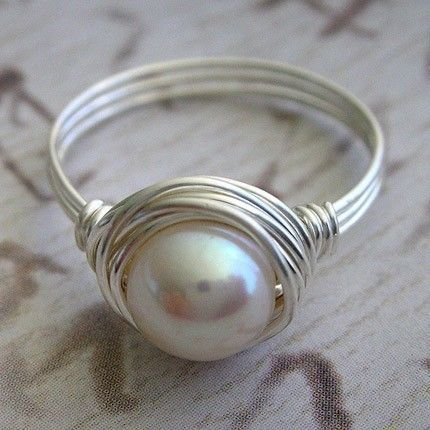 Alambre de plata envuelve anillo de perla por Perfections en Etsy