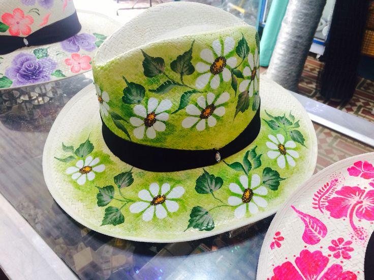 Luciana sombreros,100% pintados a mano pedidos 3125681098- 3125366773