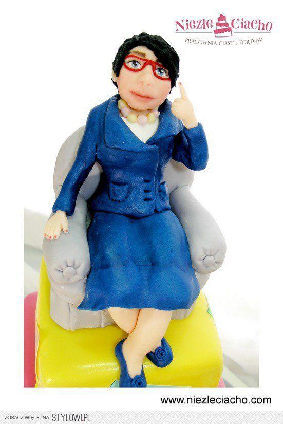 Kobieta, fotel, tort z kobietą, tort piętrowy, kolorowy tort piętrowy, tort kwadratowy, torty dla dorosłych
