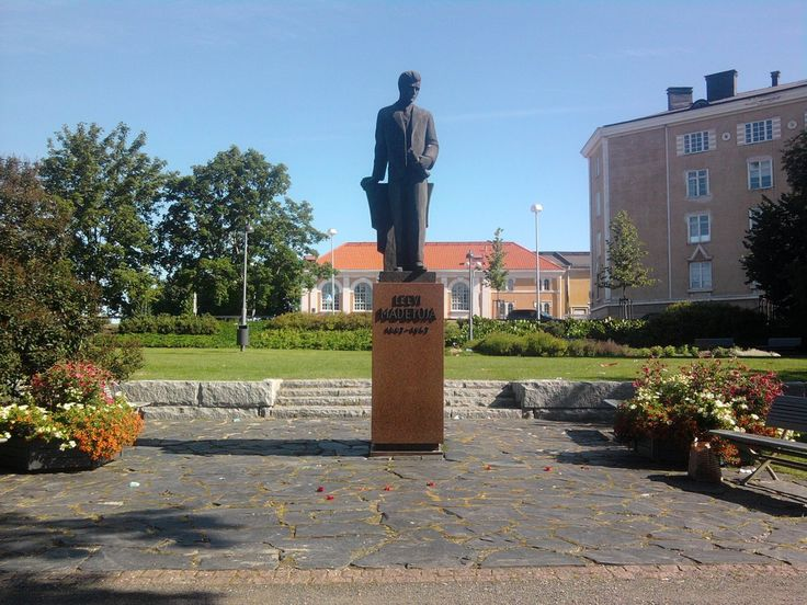 Finnish composer Leevi Madetoja statue in Oulu, Finland. - photo  TommyWolfie.